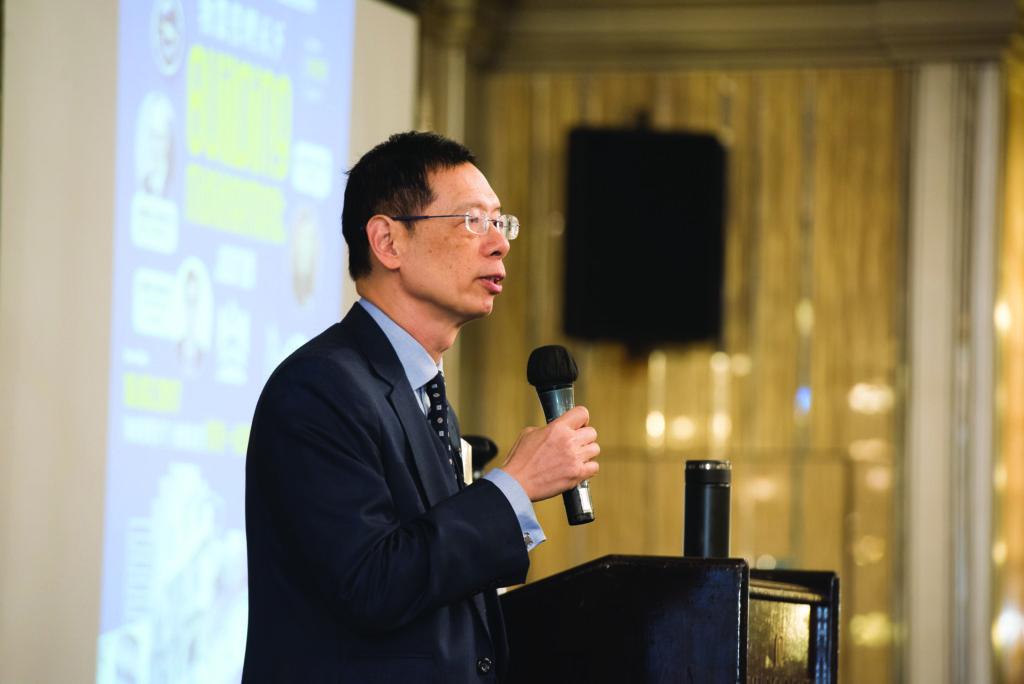 主講嘉賓袁國正先生在台上演說「散言物管事」