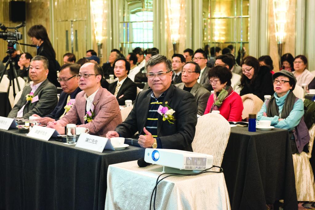 主禮嘉賓區立成議員、湯冠華先生、黃健平先生及陳仁先生